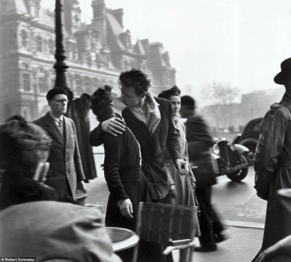Robert Doisneau, Le baisser de l'hotel de ville, 1950