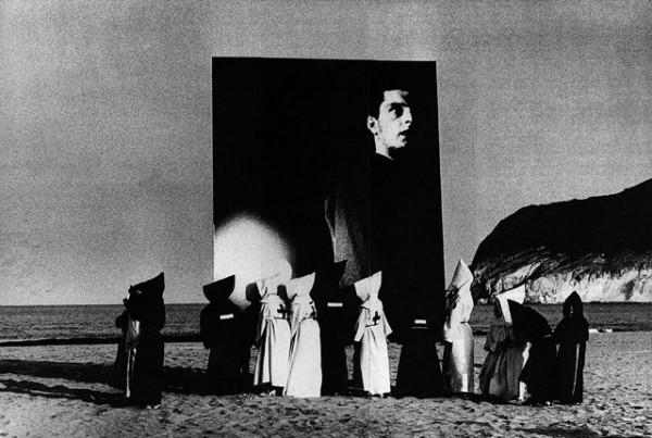 """Impresionante fotograma del vídeo """"Atmosphere"""", un tributo a Ian Curtis"""